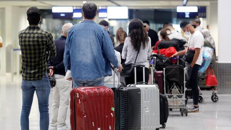 Wer aus den Ferien in einem Risikoland zurückfliegt, muss mit einigem rechnen: Mit der Quarantäne, künftig womöglich auch mit einem Zwangstest.