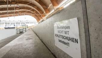 Bild der Woche: Baustelle Kunst Sissach. Das Unterdach ist montiert. Jetzt ist die Isolation dran. Stimmungsbild Eisfeld