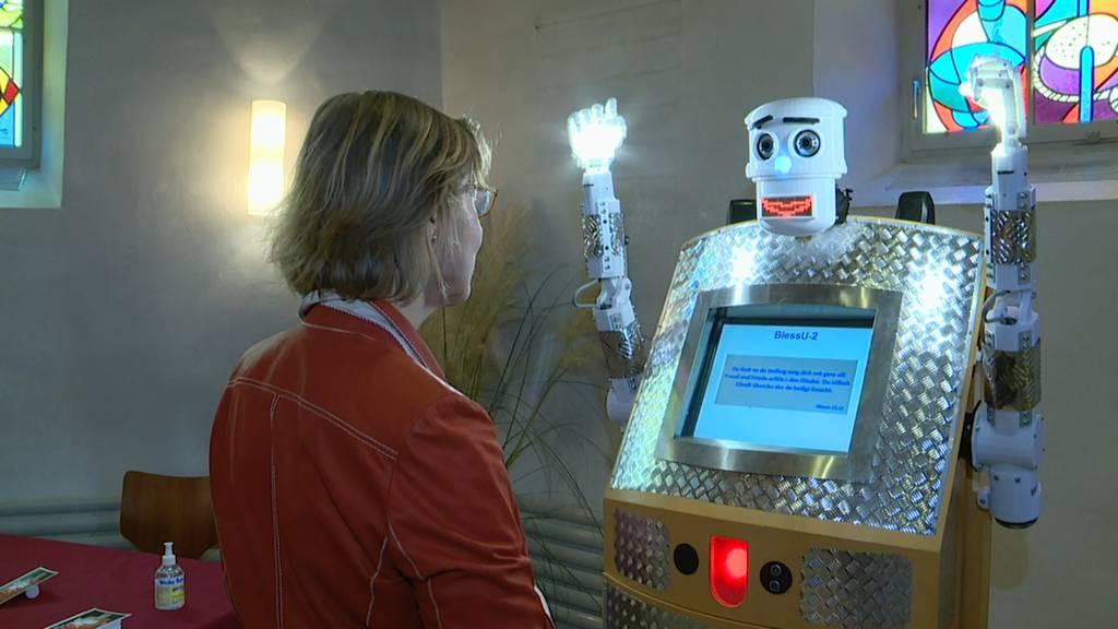«Gott segne dich»: Roboter BlessU-2 segnet Rickenbacher Gläubige