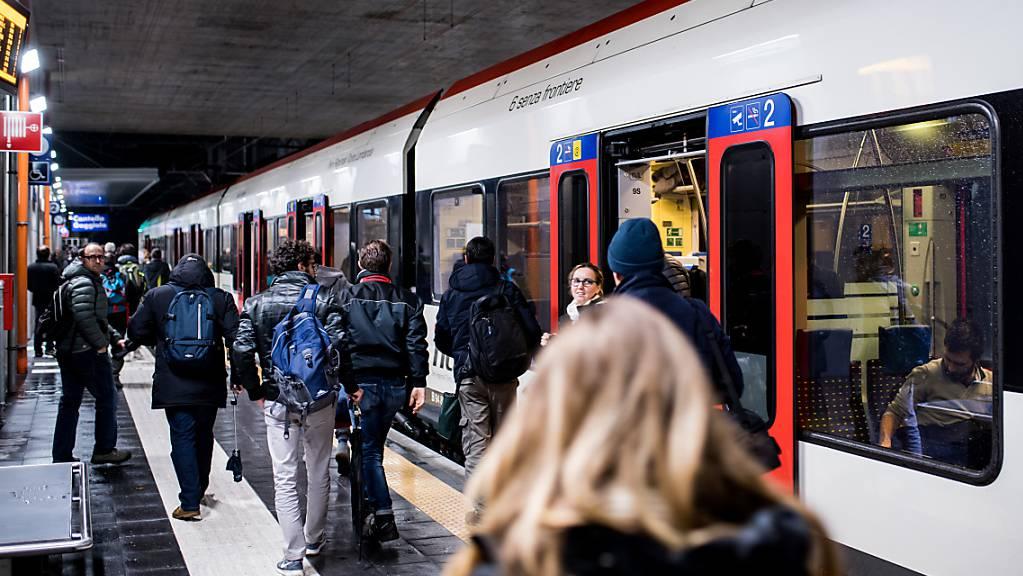 Jeder Schweizerin und jeder Schweizer stieg im letzten Jahr durchschnittlich 74 Mal in einen Zug. (Archivbild)
