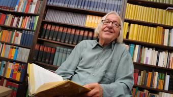 Hans Saner in seiner Wohnung in Basel: «Die einzige Gewissheit, die ich in meinem Leben habe, ist, dass ich sterben werde.» Juri Junkov