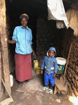 Viele in erbärmlichen Lehmhütten lebende Kinder und Familien brauchen Unterstützung.