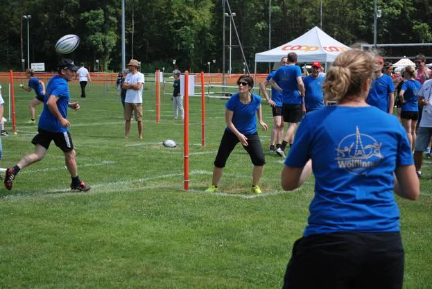 In den Fit und Fun Disziplinen sind Ballgefühl, Koordination und Schnelligkeit gefragt
