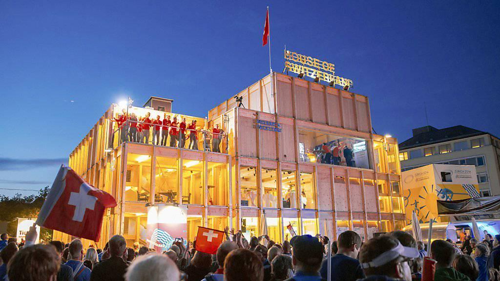 Medaillengewinner werden im «House of Switzerland» gefeiert an der Leichtathletik EM in Zürich. Auch an der Fussball-EM in Paris präsentiert sich die Schweiz mit einem «Maison de la Suisse». (Archivbild)