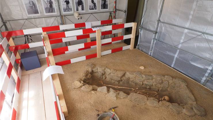An Vitamin-C-Mangel litt dieser 22-Jährige aus einem Grab des 6./7. Jahrhunderts in Grenchen, das am Eingang zur neuen Ausstellung aufgebaut wurde.