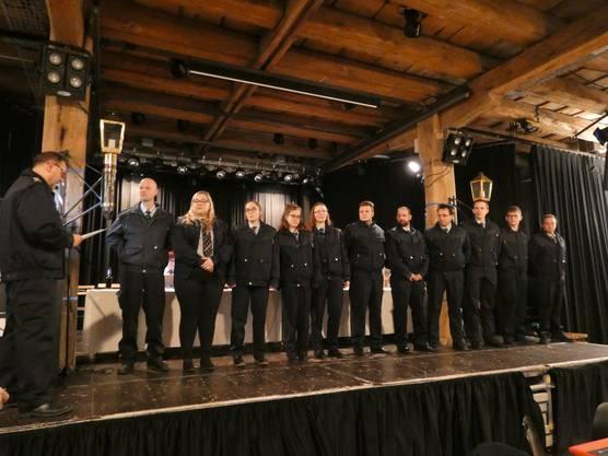 Bei der 155. Generalversammlung des Rettungskorps Brugg gibt es würzige Rippli, gute Gespräche und das Gefühl, dazuzugehören;Aufnahme der neuen Mitglieder im Rettungskorps