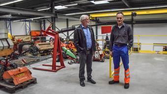 Gemeinderat Urs Kuhn und Werkmeister Bruno Hunkeler im Zwischengeschoss des neuen Werkhofs.