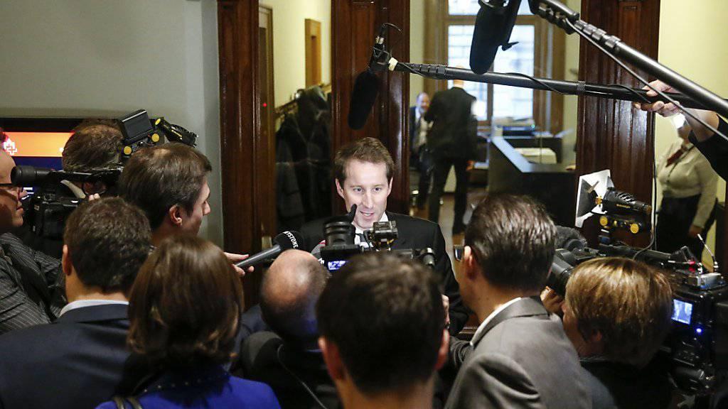 SVP-Bundesratskandidat Thomas Aeschi steht nicht nur den Fraktionen, sondern auch den Journalisten Rede und Antwort.