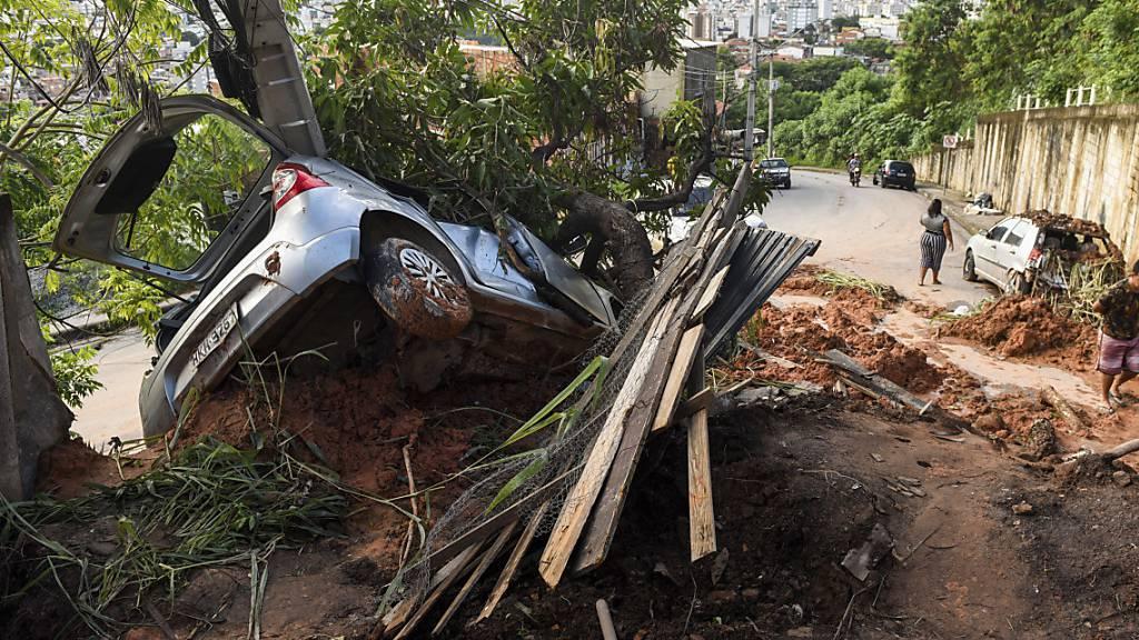 Die Zahl der Toten nach den Unwettern in Brasilien steigt.