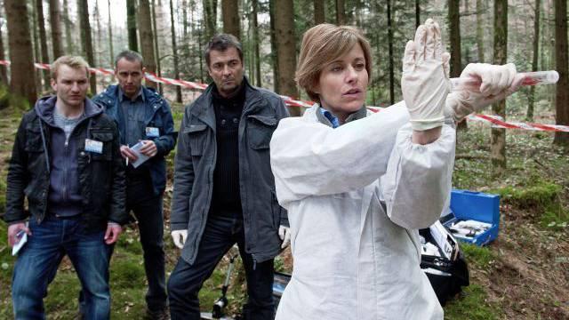 Jeder Zehnte sieht den «Tatort», hier mit Sabina Schneebeli und Stefan Gubser, erst im Netz. Foto: SRF/Daniel inkler