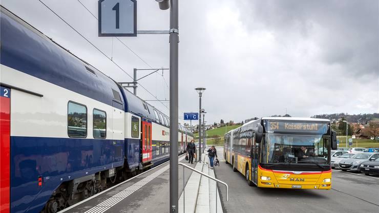 Endstation Kaiserstuhl: Die Linie 354 fährt von Baden über Niederweningen (Bild) in die Zurzibieter Gemeinde. Daran dürfte sich kaum etwas ändern. Sandra Ardizzone