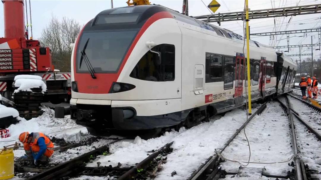 Totalschaden nach Kollision zweier Züge bei Lenzburg