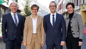 Die Regierungsräte Anton Lauber (CVP, l.), Thomas Weber (SVP, 2.v.r.) und Monica Gschwind (FDP, r.) wollen sich 2019 auf einem gemeinsamen Ticket der Wiederwahl stellen. Dies ohne die nicht wiederantretende Kollegin Sabine Pegoraro (FDP, 2.v.l.) und ohne formelle Unterstützung der bürgerlichen Parteien. Archiv/Kenneth Nars