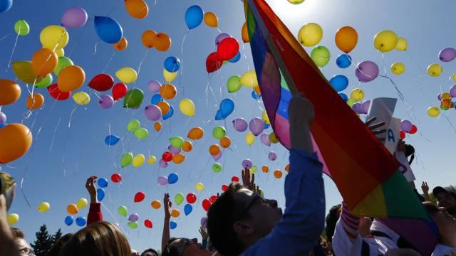 Gegen Homophobie, für mehr Toleranz: Wie hier in in St. Petersburg gingen am Samstag mehrer Hundert Menschen auf die Strassen Berns.