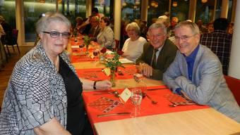 Bifang-Trio: Vereinspräsidentin Marianne Piffaretti, das neue Ehrenmitglied Ernst Häner und Architekt Heinz Fugazza (von links).