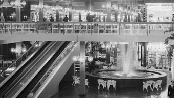 Erkennungsmerkmal und Treffpunkt: der Springbrunnen im Shoppi.