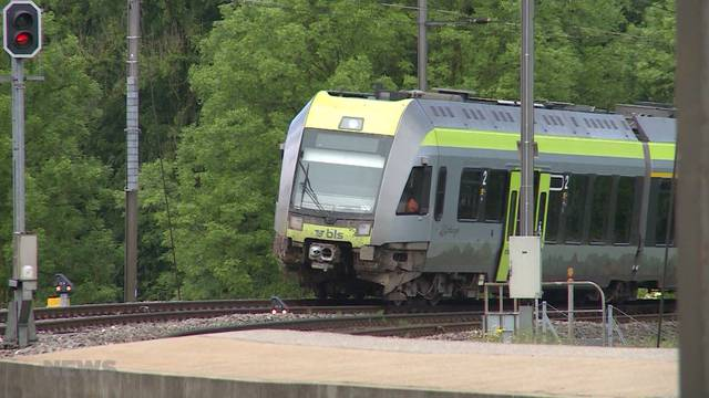 Erdrutsch wirft Zug aus der Bahn