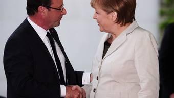 Die deutsche Bundeskanzlerin Angela Merkel empfängt François Hollande, den neuen Präsidenten Frankreichs