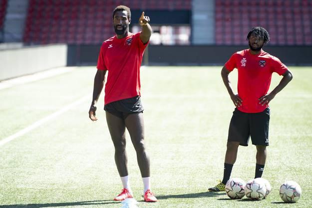 Die in Sion entlassenen Spieler Johan Djourou und Xavier Kouassi trainieren aktuell bei Xamax. Aber dürfen Sie dort auch spielen? Eigentlich nicht.