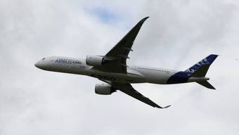 Ein neuer Airbus A350 an der Luftfahrtmesse