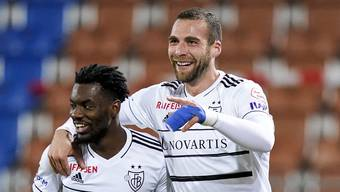 Afimico Pululu jubelt mit Pajtim Kasami über das 1:0.