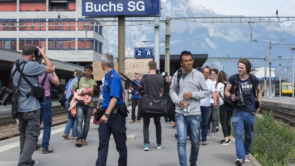 Asylsuchende am Bahnhof Buchs anfangs September 2015.