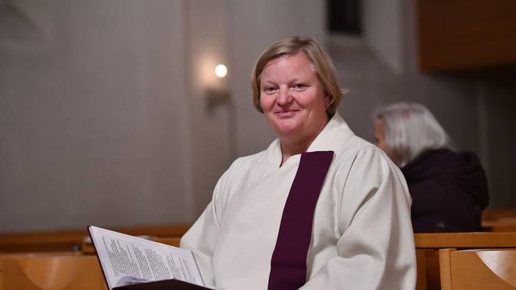 Porträt Gemeindeleiterin Elke Kreiselmeyer. Wir begleiten sie zur Frauen-Adventsfeier in der Katholischen Kirche in Binningen.