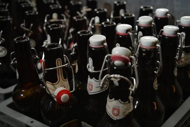 Die Flaschen sind alle mit einer speziellen Etikette versehen