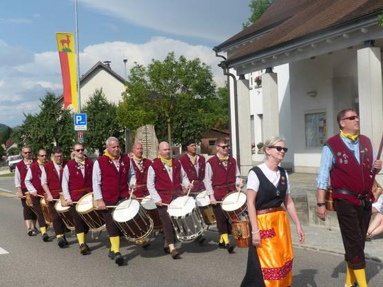 Ivan, der Chriesibueb: In Uniform am Festumzug.