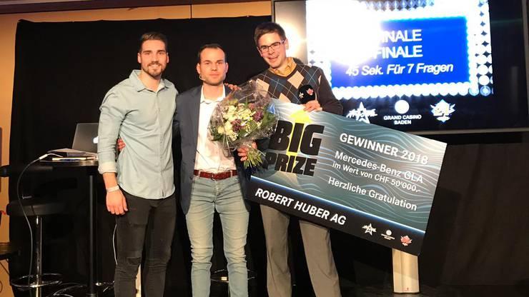 Die zwei Finalisten Andy (Links) und Severin (Rechts) mit unserem «Big Prize» Moderator Ralph Steiner (Mitte).