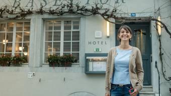 Gabi Hladikova verlässt das Hotel Restaurant Baseltor.