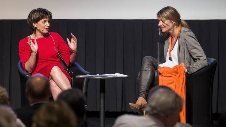 Die ehemalige Bundesrätini Doris Leuthard und die damalige CVP-Generalsekretärin Béatrice Wertli an einer Parteiversammlung im April 2018.