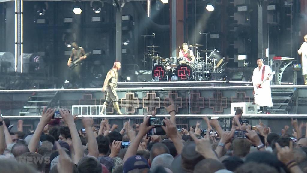 Rammstein begeisterte über 43'000 Fans im Stade de Suisse