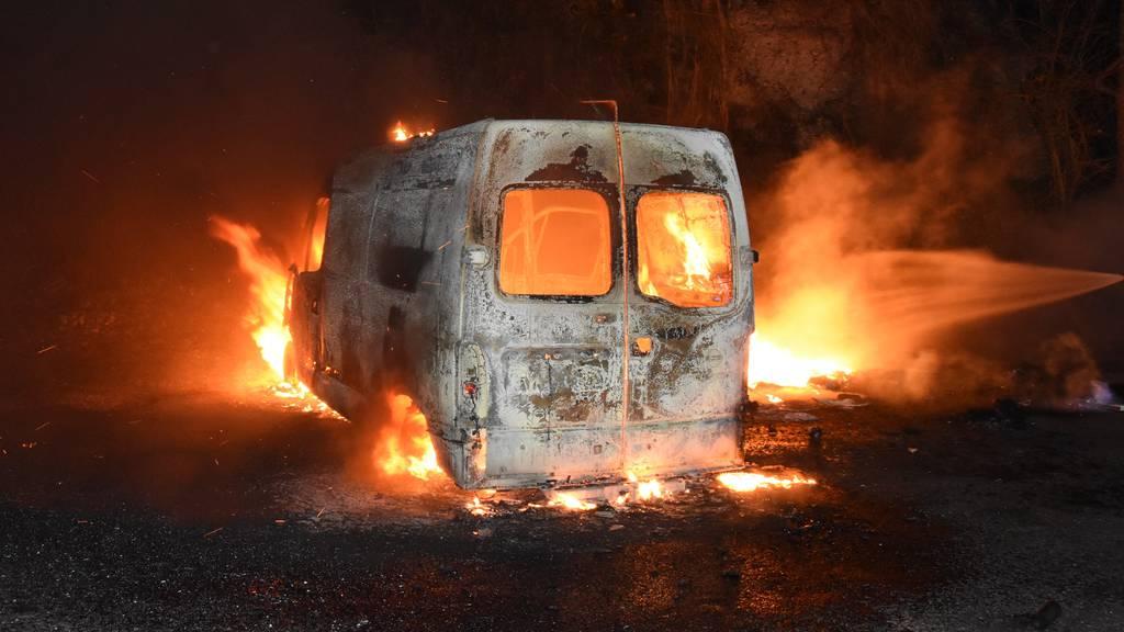 Lieferwagen brennt komplett aus – Brandursache unklar