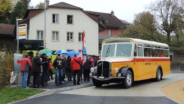 So feierlich ist Elfingens neuer Buswendeplatz eingeweiht worden.