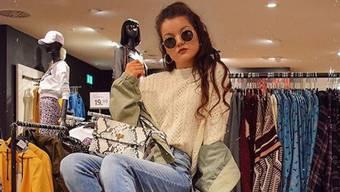 Melanie Pfirter, mit Sonnenbrille und Schmollmund - damit möchte die junge Fricktalerin Instagram erobern.