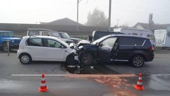 Die beiden Autos prallten frontal ineinander.