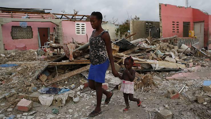 """In der stark von Hurrikan """"Matthew"""" betroffenen Ortschaft Port-Salut in Haiti (Archivbild) sind erste Lastwagen mit Hilfsgütern angekommen."""