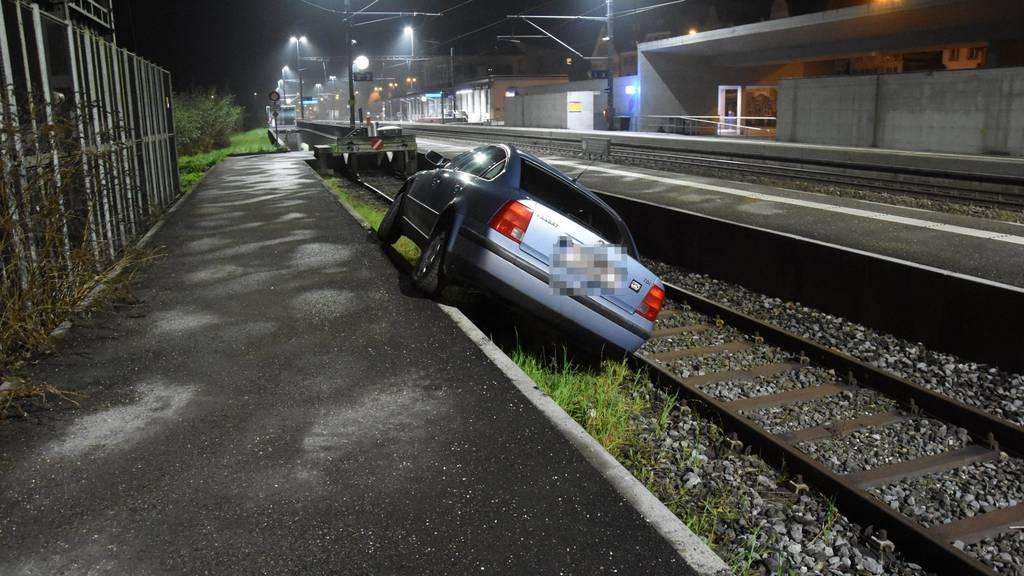 Das Auto des Österreichers kam auf dem Abstellgleis zum Stillstand