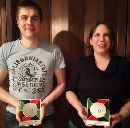 Roger Meyer und Rita Schwegler sind seit 15 Jahren Aktivmitglieder im Handharmonika-Club Staffelbach und wurden somit zu Ehrenmitgliedern ernannt.
