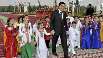 Der turkmenische Präsident weihte kürzlich schon ein Sportstadion ein (Archiv)