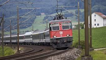 Regionalzug der SBB bei Gelterkinden im Baselbiet (Archiv)