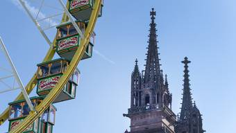 Will man dieses Jahr den Weihnachtsmarkt aus der Vogelperspektive sehen, muss man nicht die Treppen des Münster hochsteigen, sondern kann das Riesenrad benutzen.