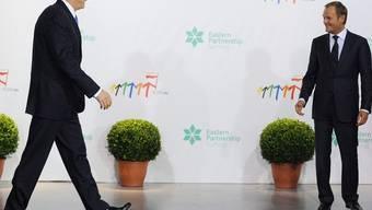 Der polnische Premier Donald Tusk (r.) empfängt seinen griechischen Kollegen George Papandreou in Warschau