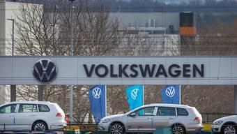 Die Volkswagen-Fabriken - im Bild das Werk im deutschen Zwickau - stehen ab Donnerstagabend still. (Archivbild)