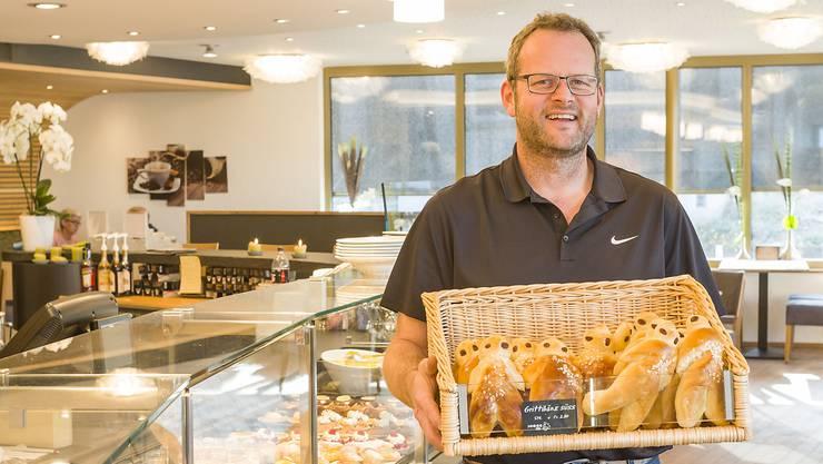 Ein Verkaufsrenner in der Bäckerei Jeker in Büsserach sind aktuell Grittibänze. In der grössten der vier Filialen ist Rolf Jeker am häufigsten anzutreffen.