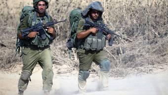 Israelische Soldaten beim Rückzug