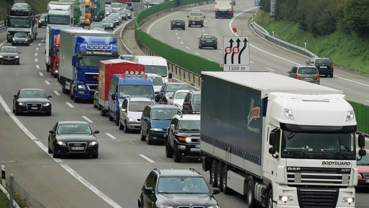 Der Bund investiert Milliarden, um den Verkehrskollaps auf den Autobahnen zu verhindern. (Archivbild)