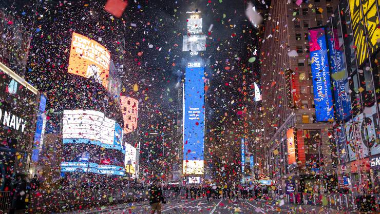 Konfetti über dem Times Square.
