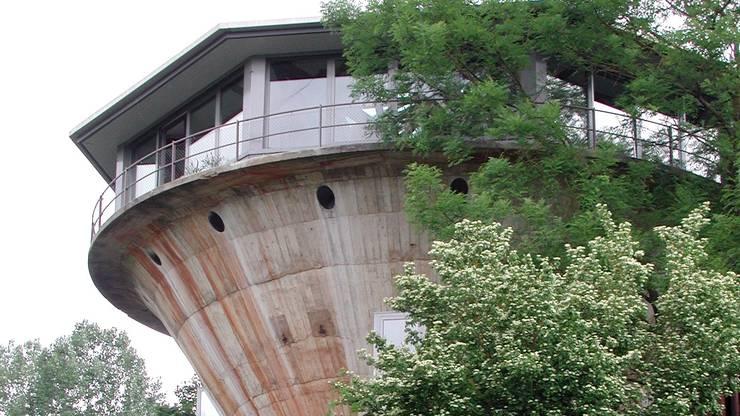 Der Siloturm des einstigen Eisenerz-Bergwerkes ist bewohnt.